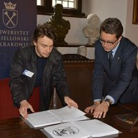 "Lech Kolasiński and Michał Rusinek browsing through the ""To Touch Culture"" guidebook"